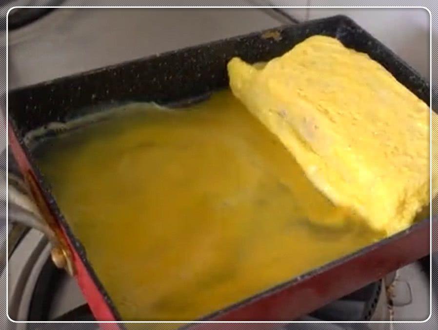 网红款厚蛋烧三明治怎么做?甜甜的蛋卷包着芝士三明治,太好吃了_网易订阅