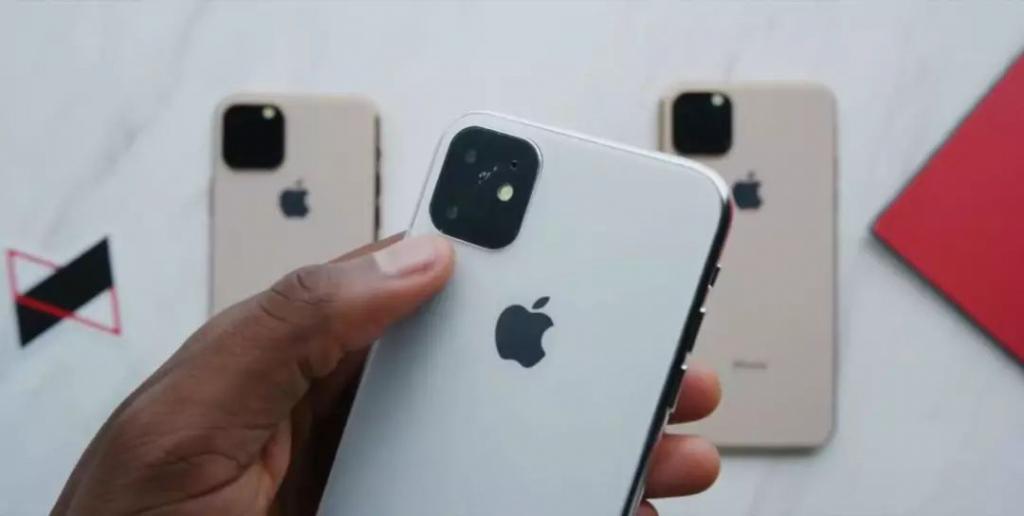 国外小哥上手新 iPhone 真机!iPhoneXI 就此再无秘密
